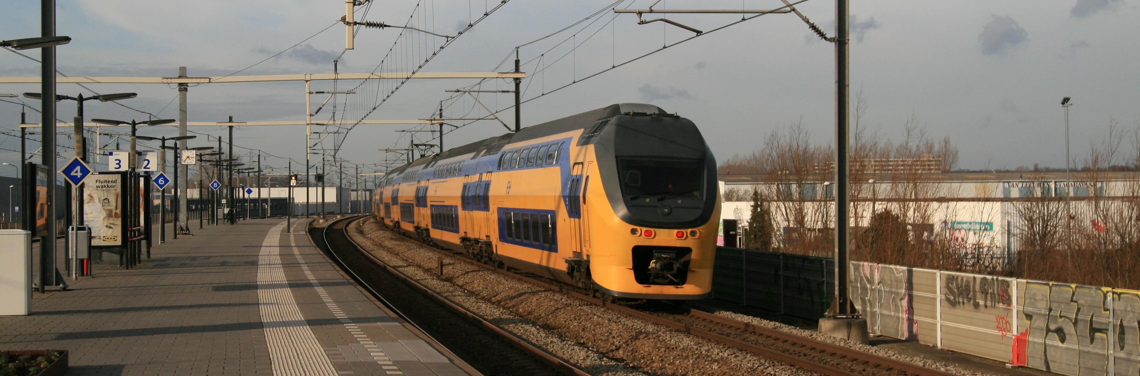 VIRM passing Breukelen
